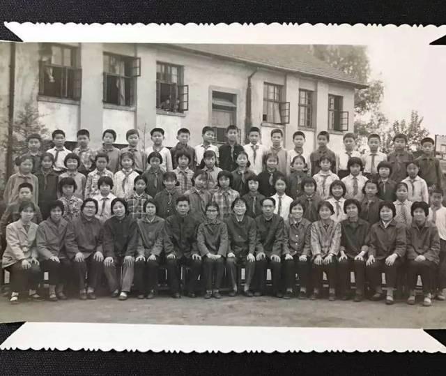 1980年小学毕业照,这是同一届毕业的五班划分照.漳州毕业小学图片