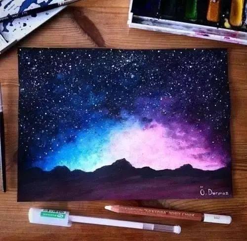 那不如学会怎么画 星空的色彩,用水彩来表现最合适 或者是水溶性彩铅