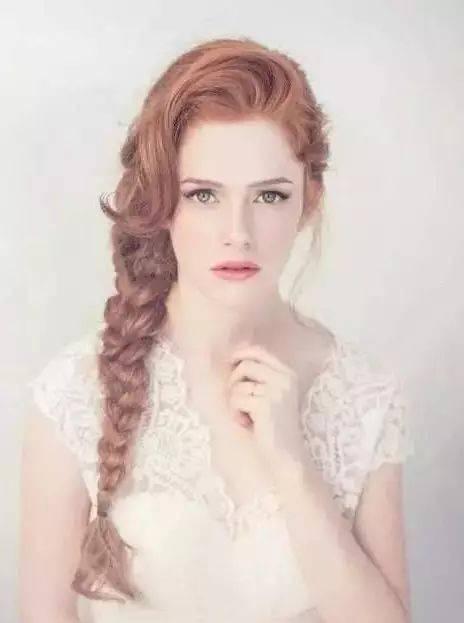 扎发和编发也是适合的,长发女生弄编发特有美感,分分钟变身文艺范女