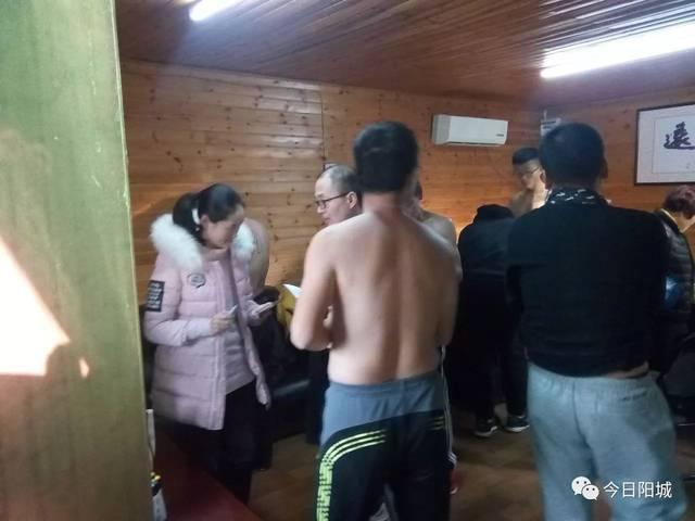 裸奔也疯狂:阳城光身男女集体