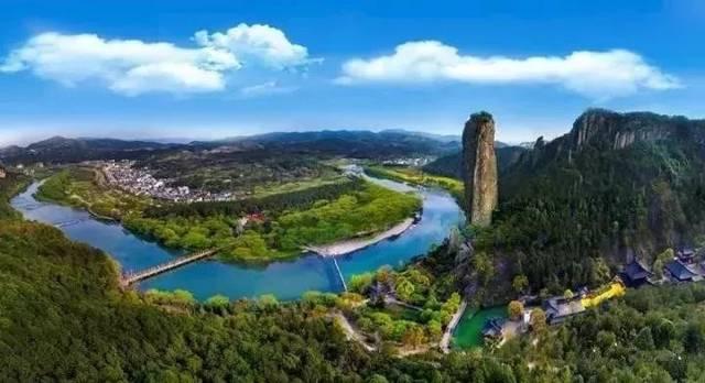 將鼎湖峰,朱潭山,倪翁洞,小赤壁,仙都觀5個景點整合成一個大景區,實行