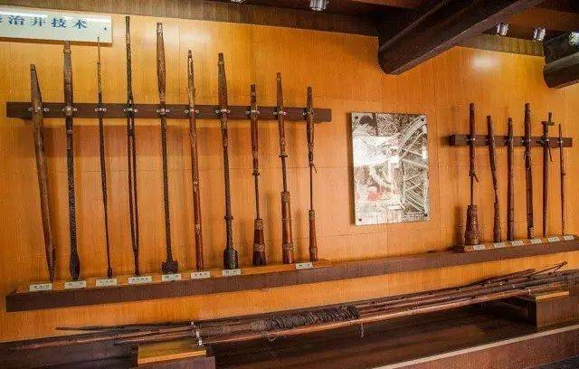 自贡盐业历史博物馆展示的凿井,打井,修井工具