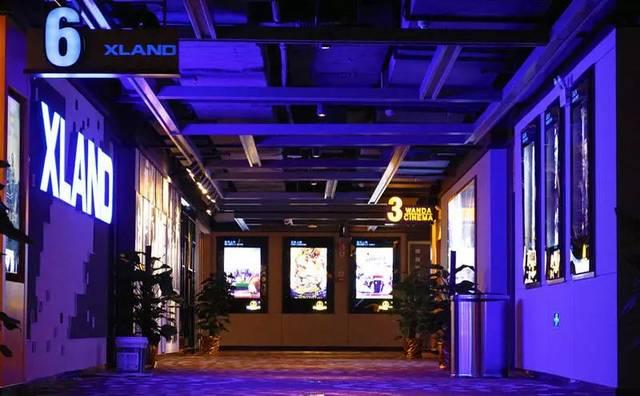 就这样在万达开启电影之旅 坐落在影院大厅的电影衍生品 一下子将人