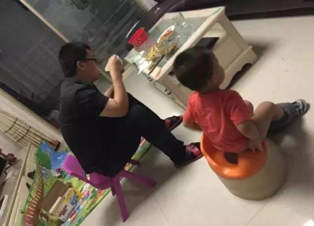 姑姑撸影院_▼ (by 茜姑姑) 约了好友开撸的爸爸欲哭无泪, 这把坑队友了 ▼ (by
