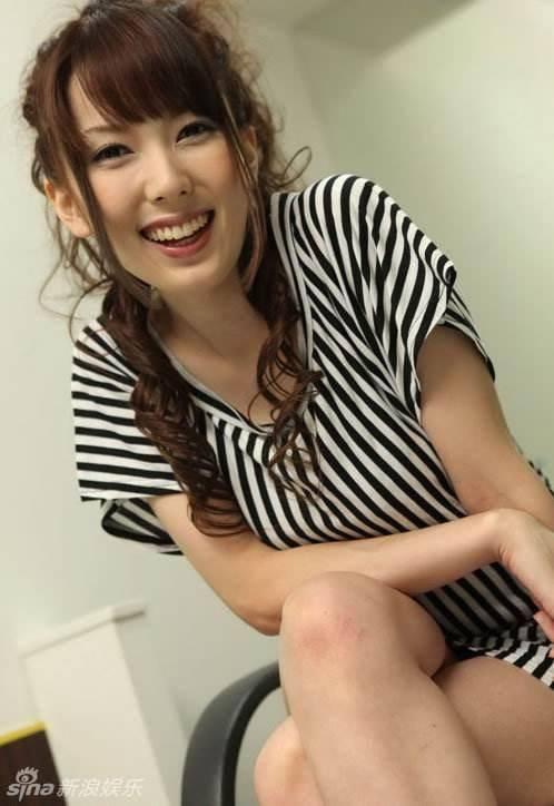 退休后的波多野结衣在大阪开了一间酒馆,据说在大阪相当有名,不过去