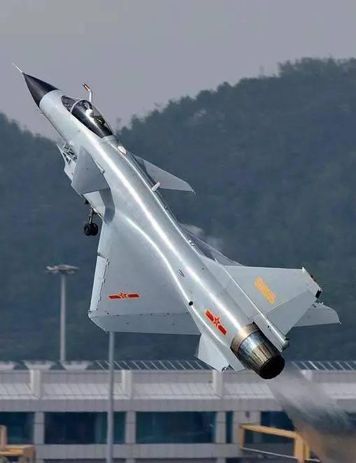 该机采用大推力涡扇发动机和鸭式气动布局,是中型,多功能,超音速,全天图片