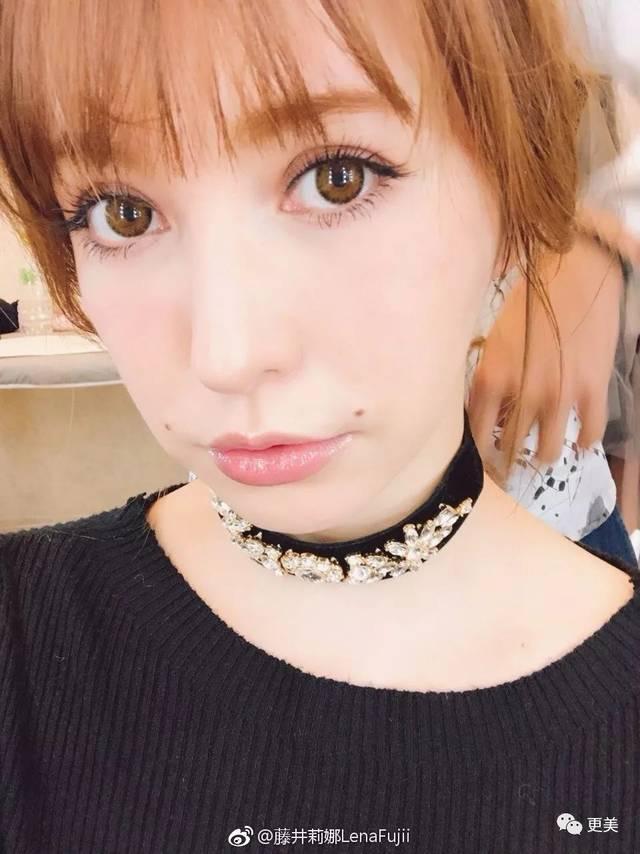 不过大家还是从发型上找到了她 前几天藤井莉娜刚做的新发型,就是这样