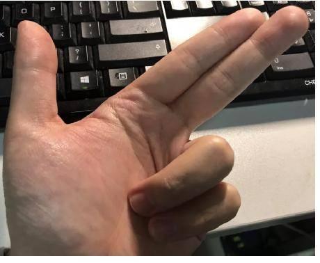 女人阴道被男入拇_其实,标准的7应该像下面图那样,拇指,食指和中指并在一起.你答对了吗?