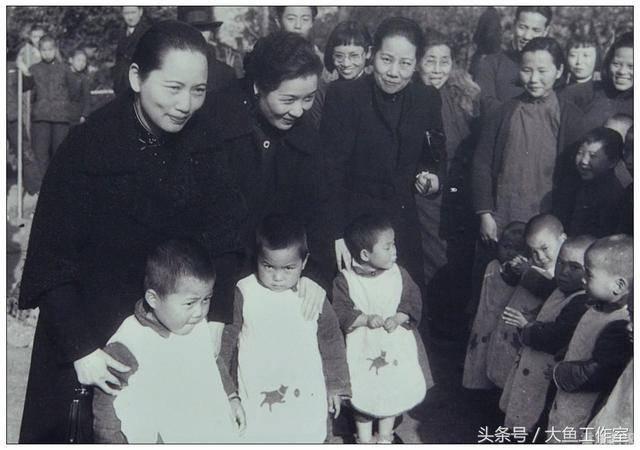 宋氏三姐妹抗战中的照片图片