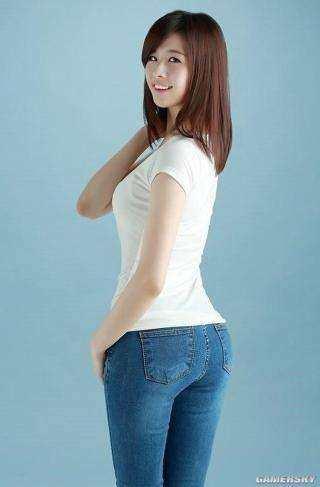 相甜美的日本美女高清大胆露阴裸照_美女校花为做微商创业\