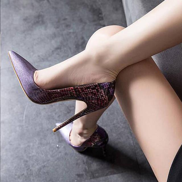 肏女人吃美脚_女人美足配美鞋,让你的美脚更精致细嫩