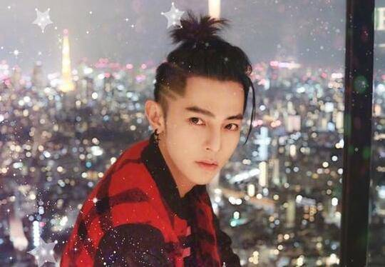 艺人汪东城出演《终极一班》走红,厚刘海造型一直是他的招牌发型,这些图片