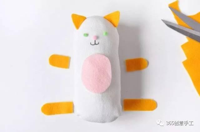萌物来袭 免缝纫不用针diy用袜子做小动物 亲子创意手工