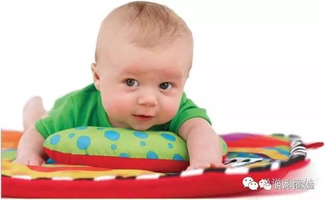 除了让宝宝趴在你的身上,在他趴在平面上的时候,给他唱歌,抚摸他,让图片