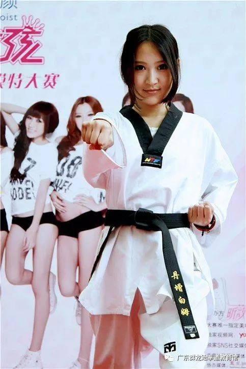 跆拳道赤脚姑娘_练跆拳道的姑娘身材就是棒,不服来看!