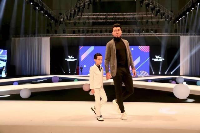 中国时尚界著名导演张华先生隆重出场