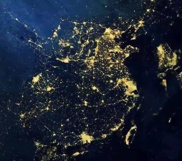 这是一张2013年通过卫星航拍的亚洲夜景