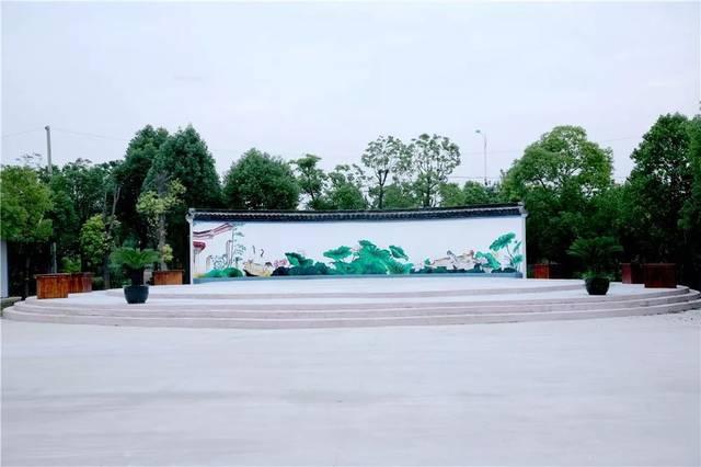 地处高新区(城南街道)的中部,海阳南路,204国道分别通过我村的东,西
