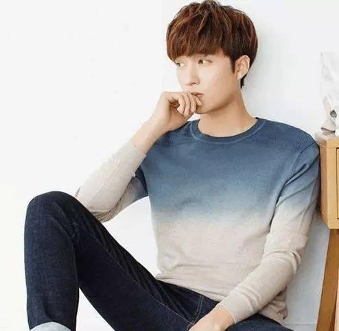 韩国欧巴款2018男发型,采用纹理烫设计的短发可有时尚感了,头型也