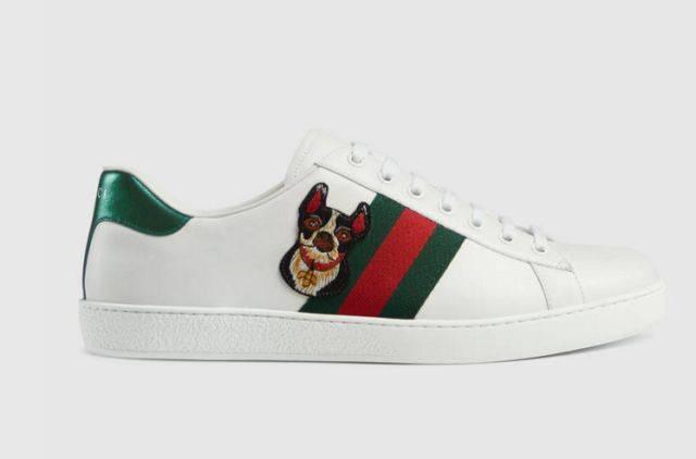 经典款的小白鞋配上一个狗头,特别是这个狗的表情还一脸不屑,可以说很图片