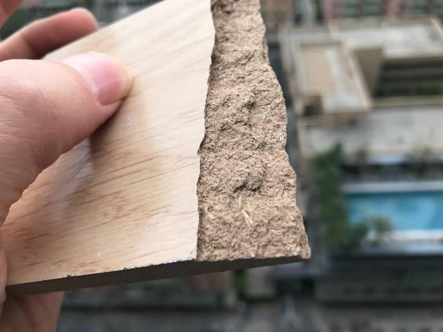 用户投诉装修被坑:德尔用低端密度板冒充复合地板销售_重庆时时