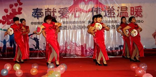 旗袍走秀名师教学-模特步分解走法视频_周丽珍旗袍__.