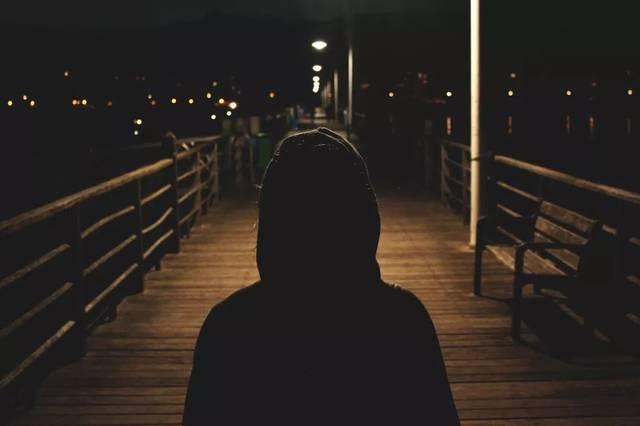 一,当你独自走夜路时