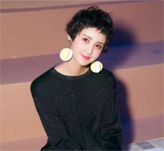 靠短发翻身刷出存在感的吴昕 更是模仿了许多电影明星的经典短发造型图片