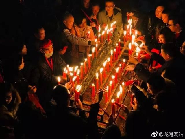龙港杨府殿:点佛灯,烧头香场面火爆…都是人人人图片