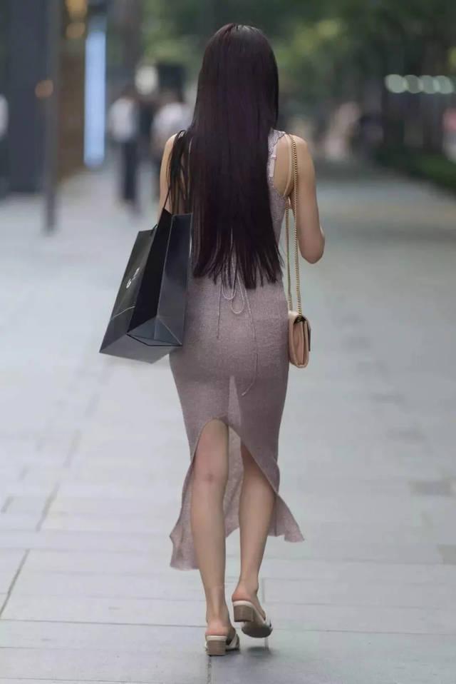 女人背影_紧身小透视裙:背影杀手,穿贴身开叉裙的翘臀长发美女