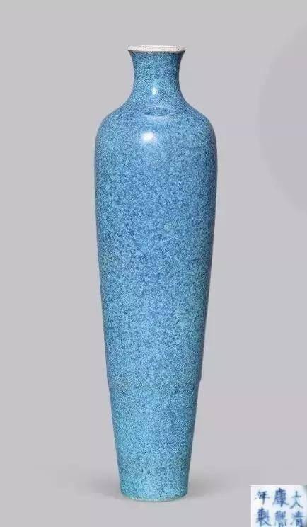 清代康熙景德镇窑创制,康熙豇豆红釉柳叶瓶,是极为珍贵的产品.