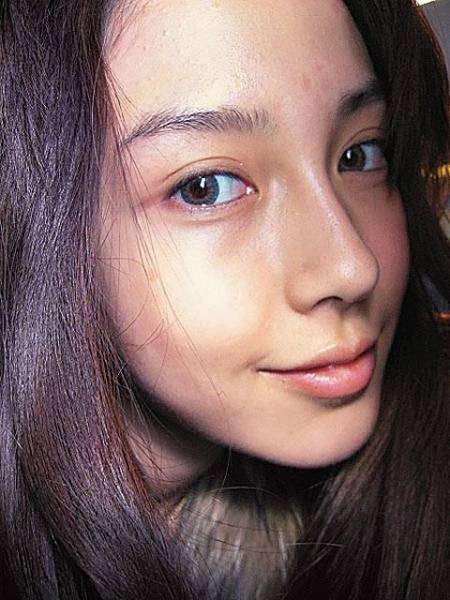 angelababy过生日钻戒太显眼,但网友都在讨论她的双眼皮图片
