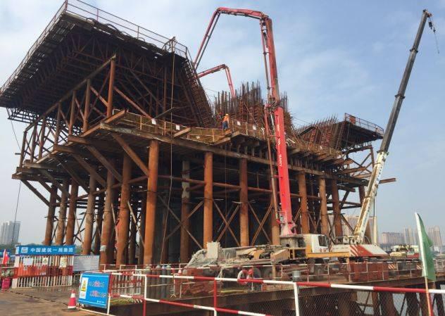 5m,是目前國內采用懸臂澆筑法施工單箱梁體最寬的矮塔斜拉橋.圖片