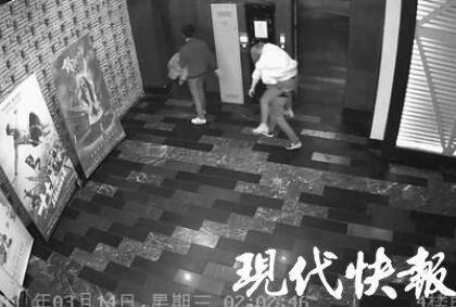 轮奸淫荡女子的第一次_女子ktv醉酒后被同行2名男子带宾馆轮奸