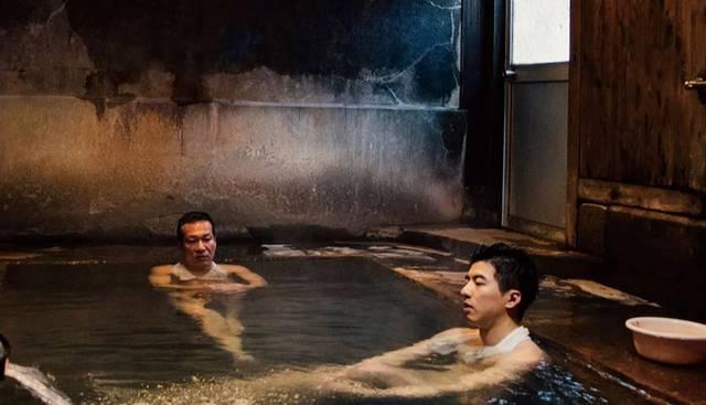 《范保德》是一个很台湾的故事,讲述黄仲昆饰演的范保德,发现自己