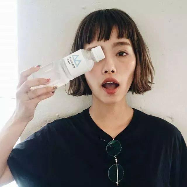 国内最近让小木惊艳的是吴昕 她的高鼻梁和大眼睛 真的太适合这个图片