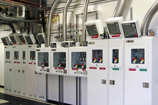 通过采用plc控制,触控屏为人机界面,通过设备安装的压力传感器,气动阀图片