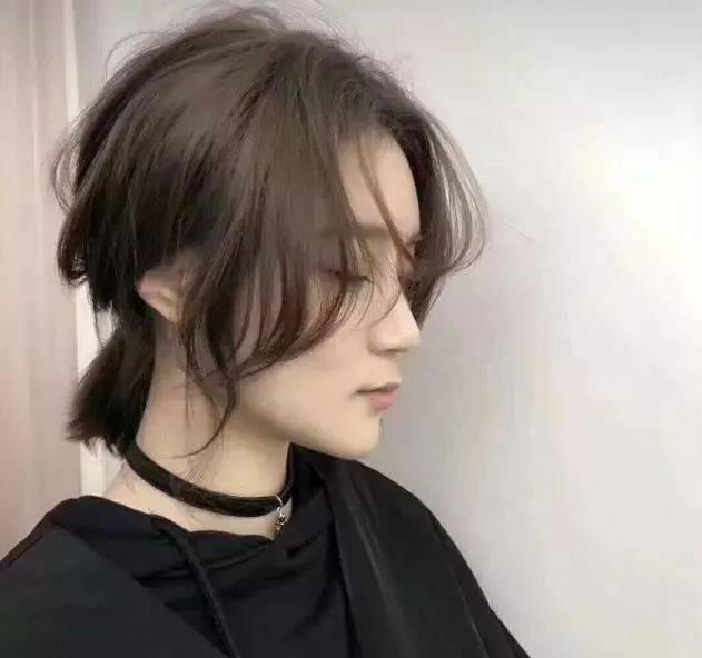 无论是长发或短发卷发都可以尝试.