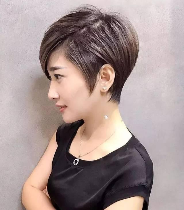 不但分有短碎发发型,中长短碎发发型,如果你是女士不防可以试试看.图片