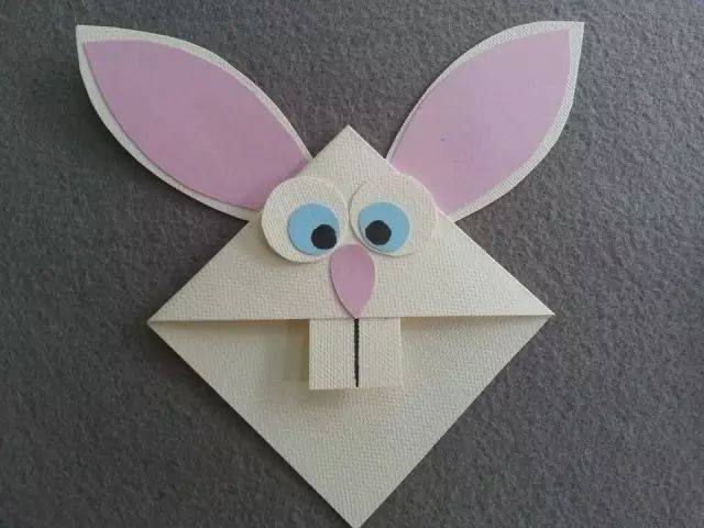 彩笔,胶带 制作步骤:用卡纸剪出兔子耳朵,胶带黏上毛根支撑, 在纸杯上