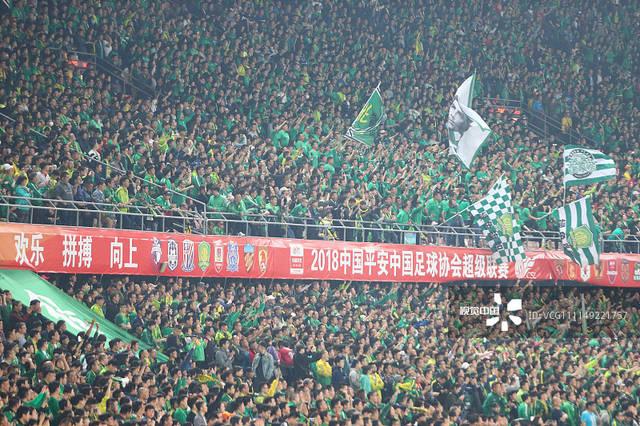 2018中超第4轮:北京国安4-0北京人和 国安球迷看台呐喊助威
