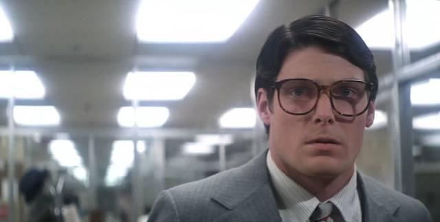 这个梗来自1978年版的《超人》,克拉克·肯特就是超人的名字.