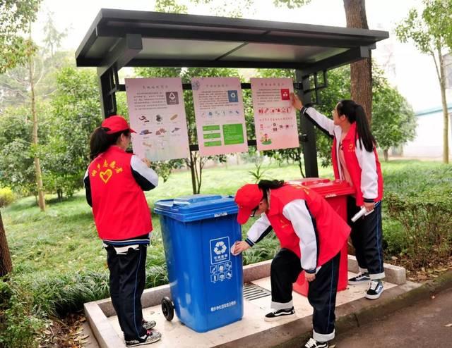 桐乡市凤鸣高级中学团委,进修学校团委组织学生进行手抄报比赛,以图文图片