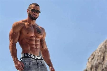 拥有8块腹肌的健身人:乌利塞斯(大d哥) 乌利塞斯以前是一位身材很瘦