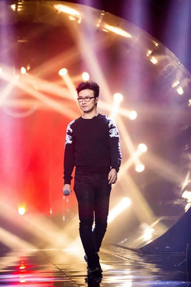 汪峰天津演唱会等待_轮 回  《等待》汪峰曾经在2013年演唱会上唱过一次,但这次用出全力
