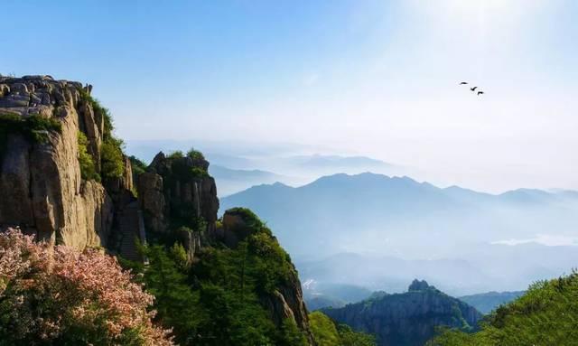 男子生殖器愺-�{��Z[7X��hY��_看着泰山的日出,云海,晚霞夕照,攀至峰顶的李白,看着山脉延绵,一时诗