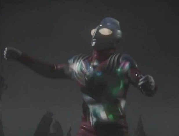 5,邪神加坦杰厄 邪神加坦杰厄他的能量攻击明显是穿透了迪迦的身体