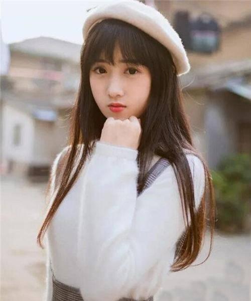 圆脸女生适合什么发型:齐刘海长直发