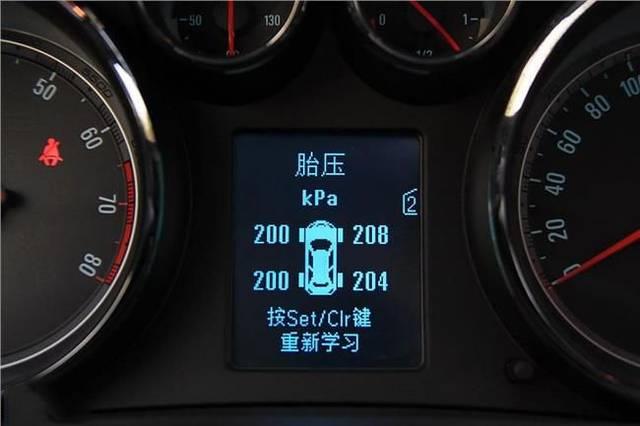reset 按钮,按住该按钮,仪表板上的 tire low 指示灯闪烁,放开该钮图片