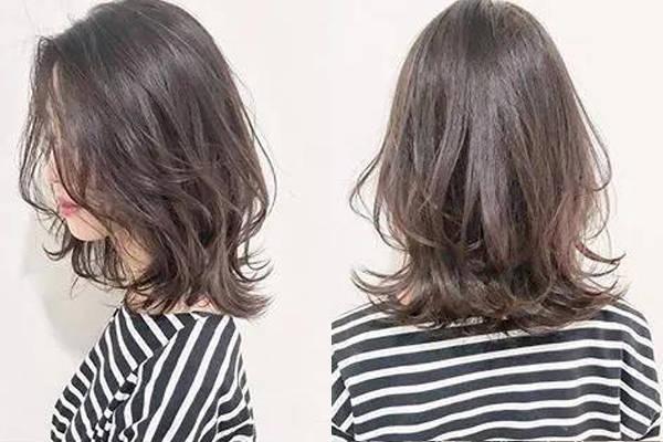 小美为大家带来15款2018年最流行的锁骨烫发发型,性感迷人又百搭的